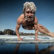 Zeit für Yoga im Schnee? Eine Bauherrenvertretung wie CONWICK hat auch im Winter viel zu tun...